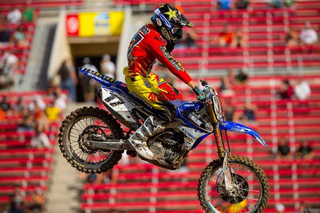 Cooper Webb clears his vision during practice.
