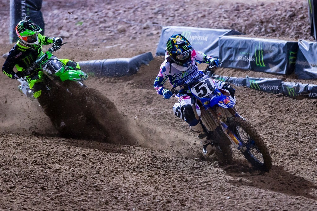 Justin Barcia (51) covers Davi Millsaps (18) in roost.
