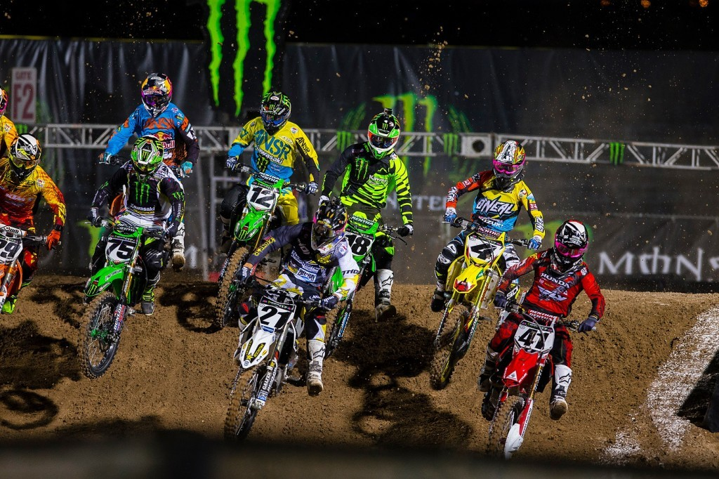 Jason Anderon (21) and Trey Canard (41) lead the Supercross pack.
